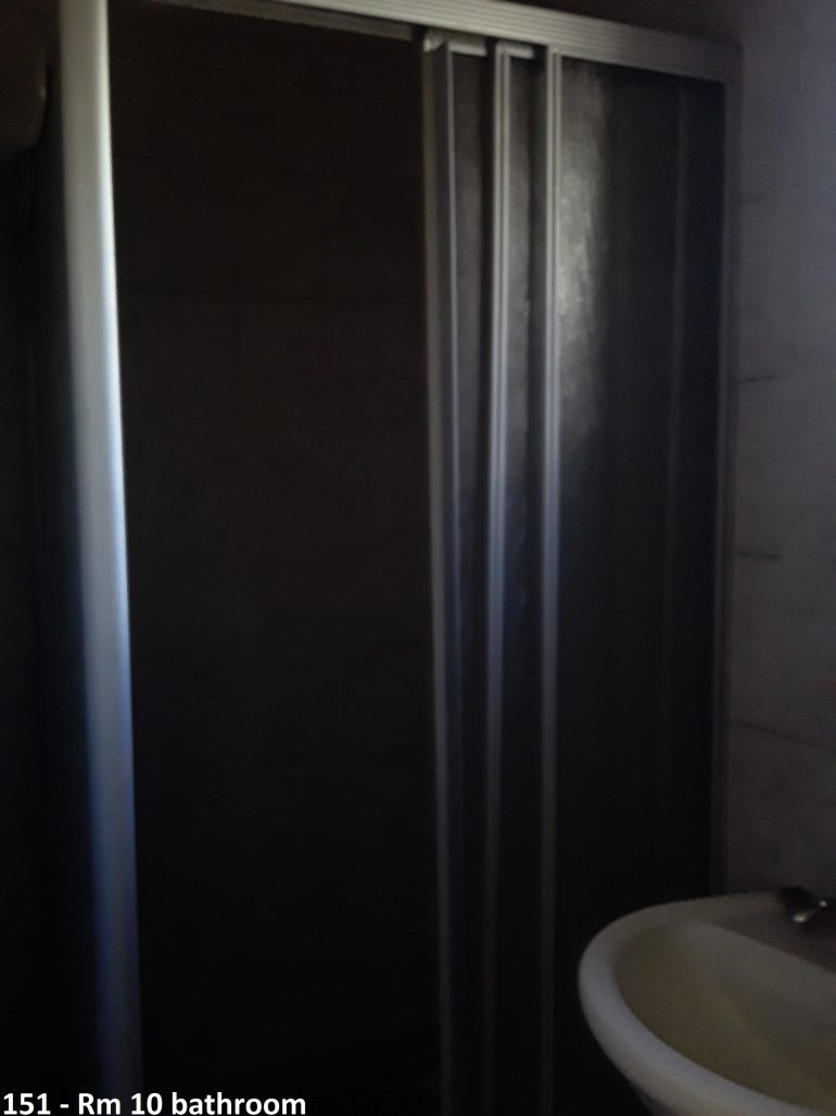 151 room 10 bathroom