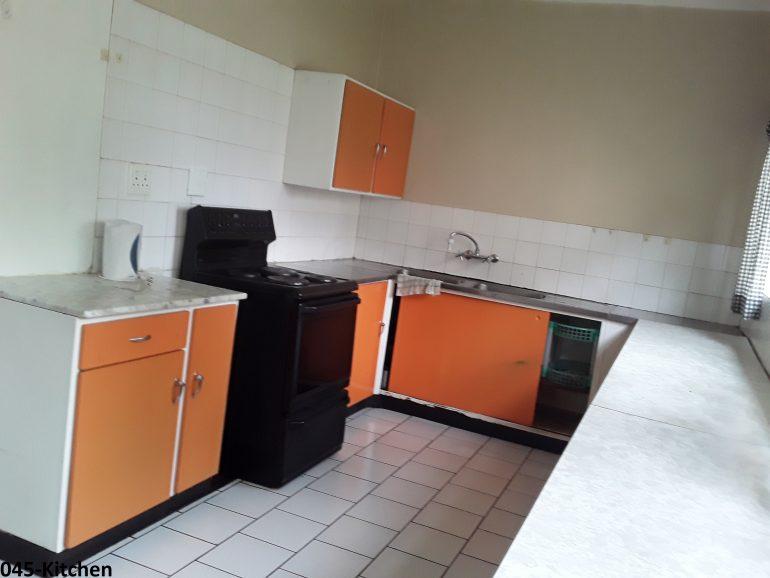 045-kitchen..