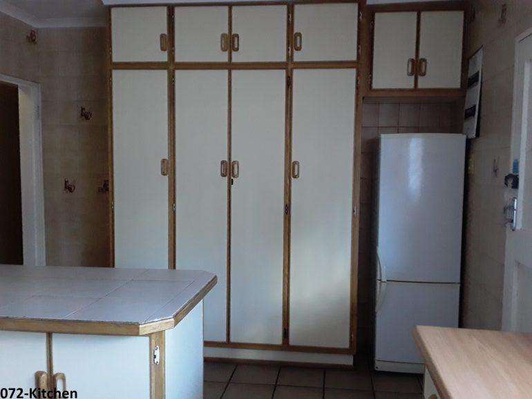 072-kitchen