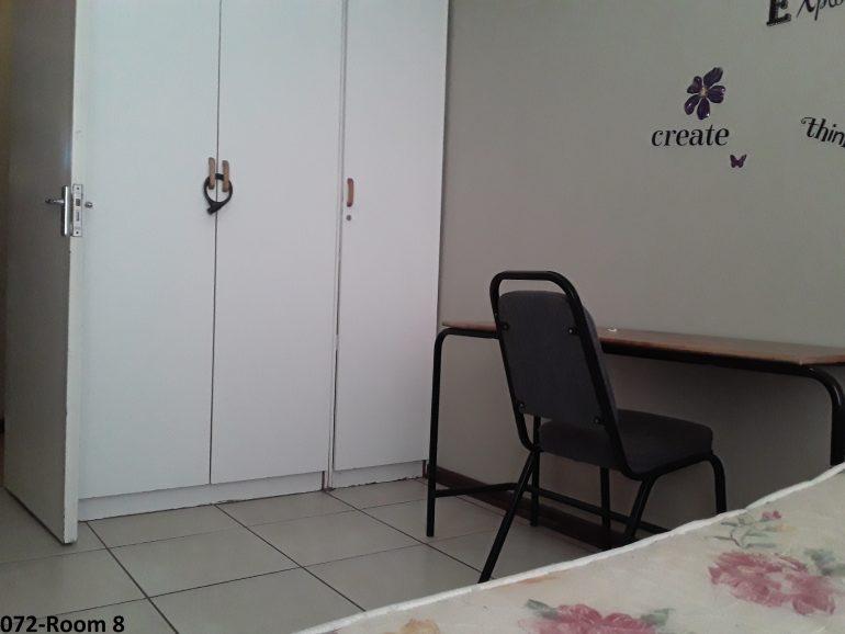 072-room 8.